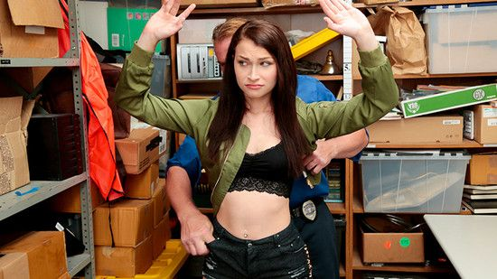 Shoplyfter – Jennifer Jacobs