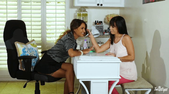 MomKnowsBest – Alana Cruise , Uma Jolie – Hard Nails