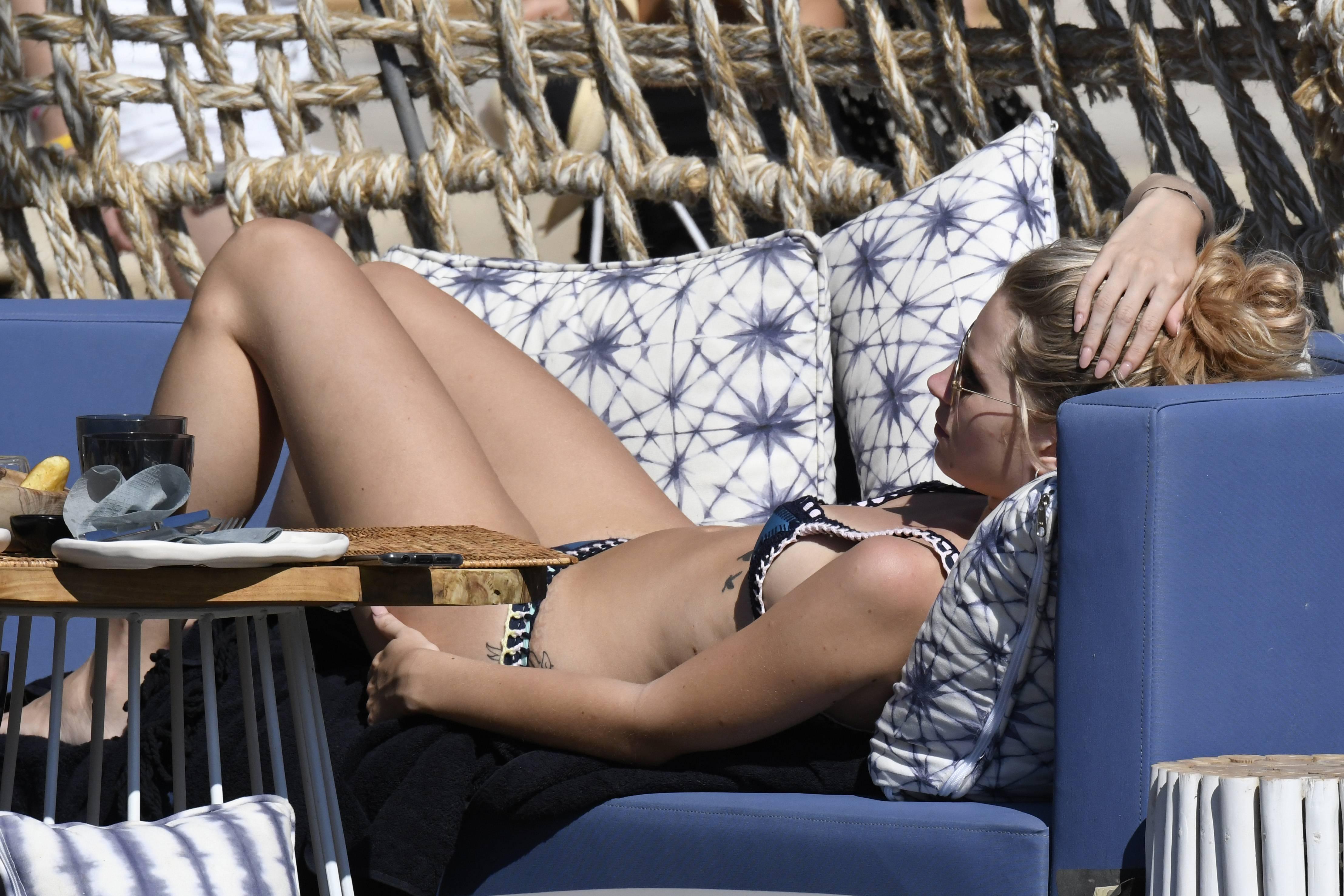 48092157_0701191021208_21_lottie-moss-bikini-mykonos-31-jul-17-31.jpg